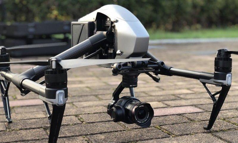 Dron s kamreou