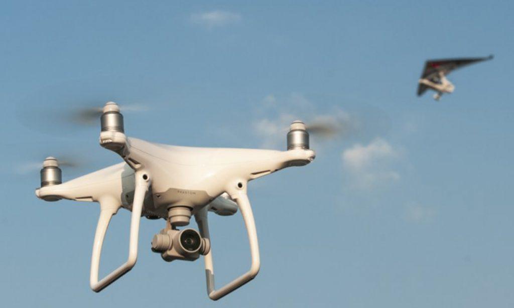 Dron bezpilotný prostriedok lietadlo