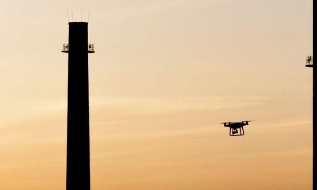 Dron záber komín stavba