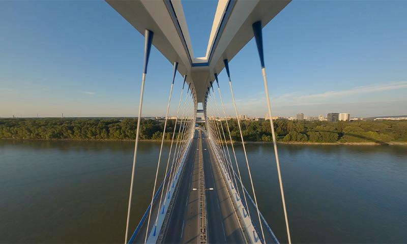 Zábez z dronu pri leteckej inšpekcii a monitorovaní stavu mosta